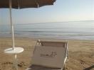 spiaggia lettino ombrelloni