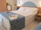 hotel-riccione-deluxe-letto