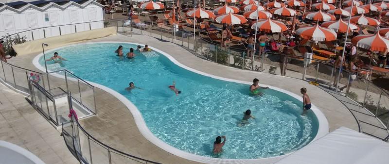 hotel-riccione-spiaggia-piscina