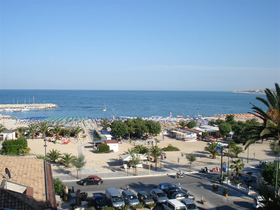 Hotel fronte mare e a Numana, Riviera del Conero, sulla spiaggia