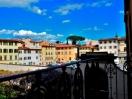 casa_per_ferie_firenze_00_vista-della-piazza-del-carmine-da-una-camera-del-giardino