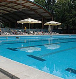 villaggio sportivo con piscina a Cesenatico