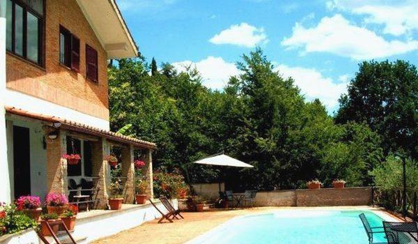 Autogestione o b b in villa con piscina vicino roma e lago di bracciano - Villa con piscina roma ...