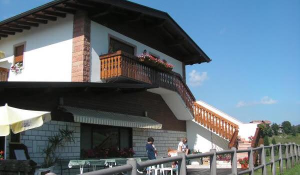 Albergo ristorante ad asiago alla partenza degli impianti for Alberghi centro asiago
