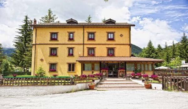 Hotel per gruppi a Pescasseroli (AQ) rif. 474