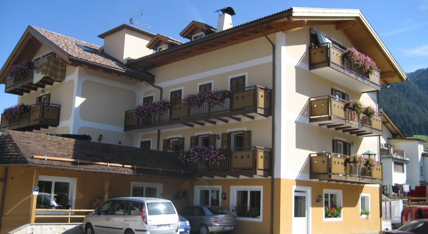 Hotel tre stelle a Pozza di Fassa rif 814
