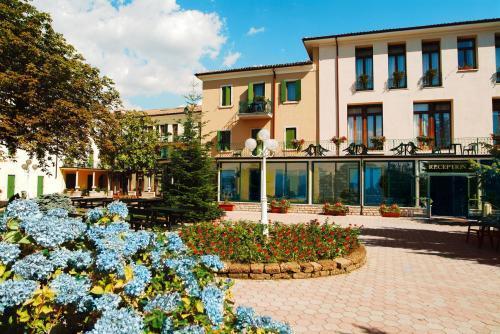 Hotel tre stelle sul Lago di Garda rif 032