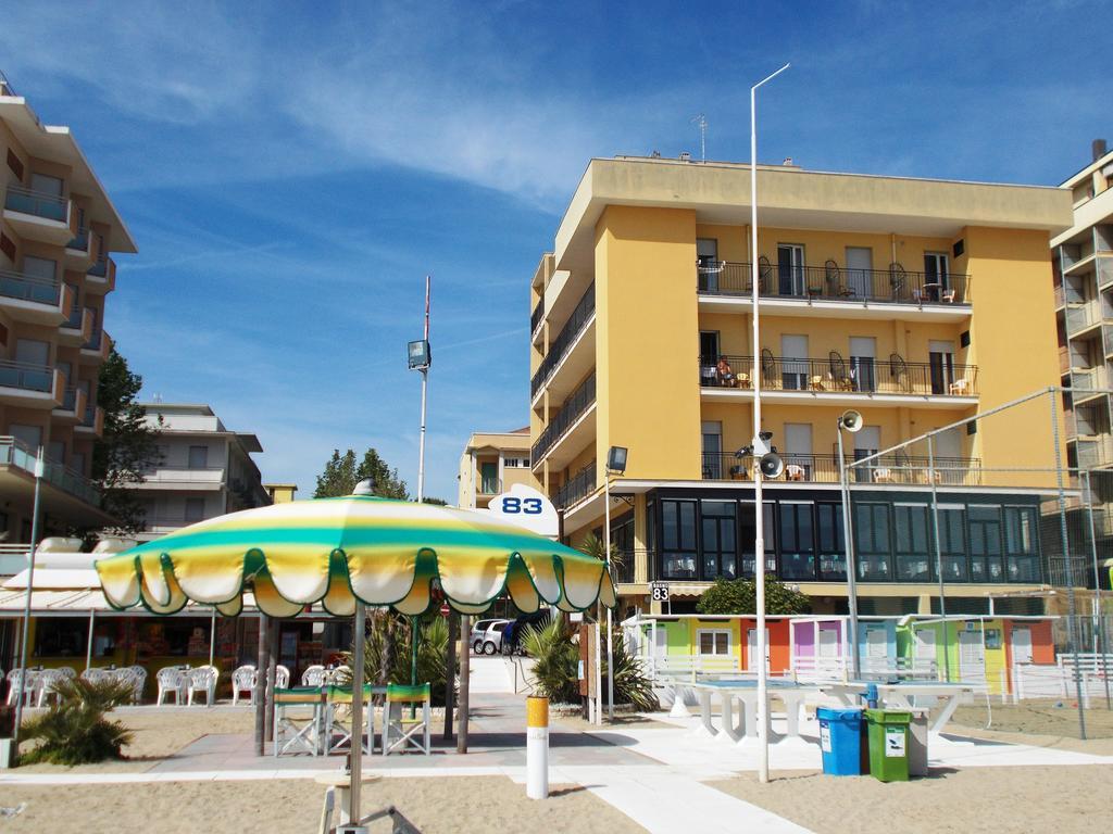 Hotel 3 stelle a Igea Marina sulla spiaggia Rif 015