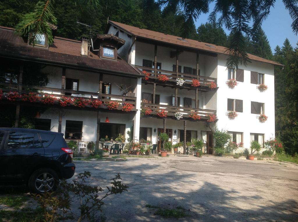 Hotel in autogestione a Lavarone rif 011