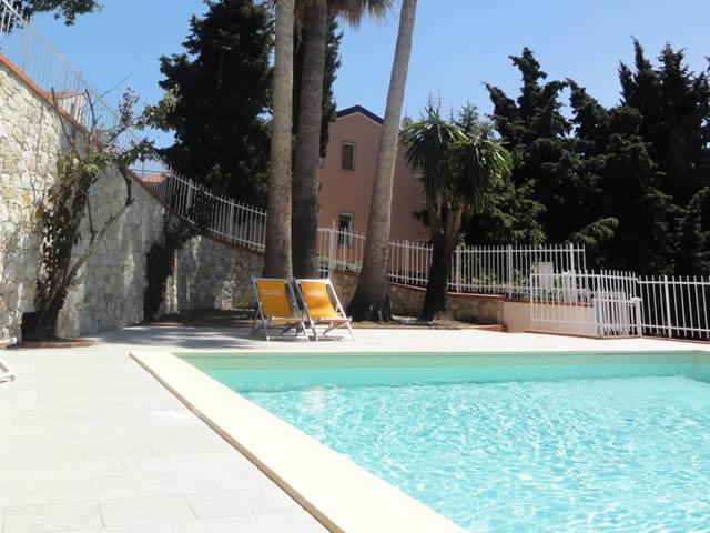 Appartamenti in residence con piscina a Pietra Ligure rif.768