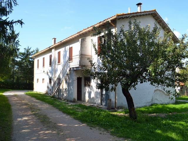 Casale in autogestione nel Parco del Monte Cucco Umbria rif. 1059