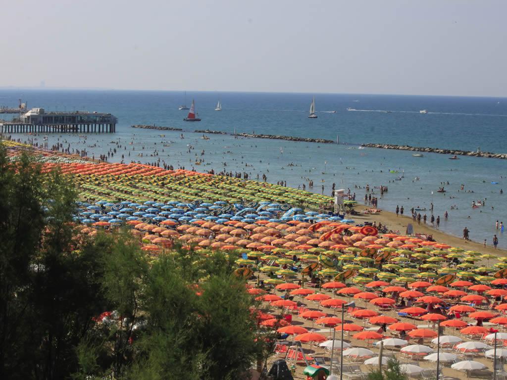 Hotel 3 stelle con piscina a Gabicce Mare rif. 1086