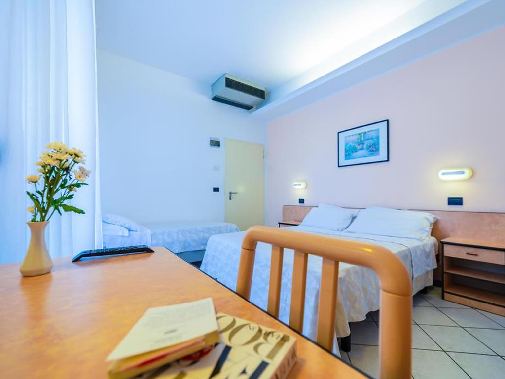 Hotel tre stelle a Rimini rif 985