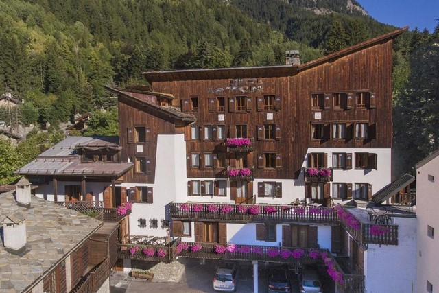 Hotel due stelle in centro a Courmayeur rif 736