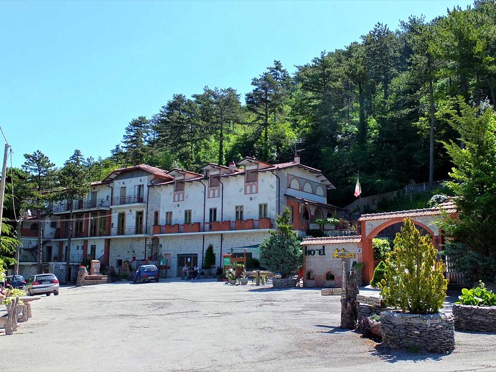 Hotel per gruppi in Umbria nel Parco del Monte Cucco rif.762
