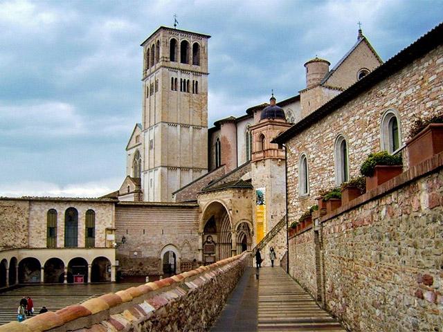Tour notturno ad Assisi