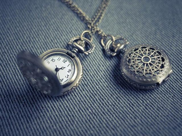 Premiata la famiglia che da 60 anni ripara orologi