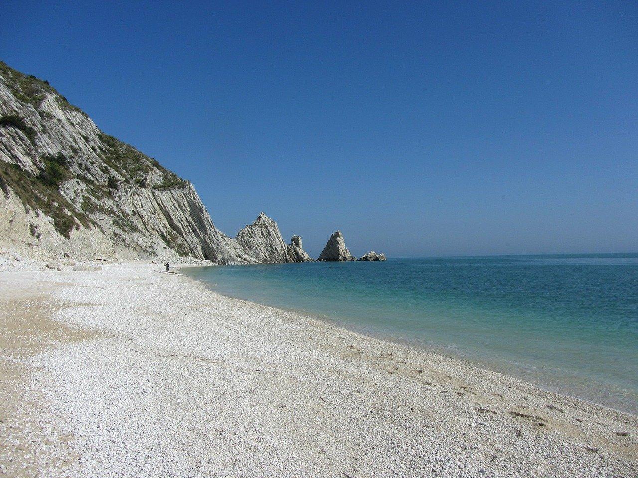 Estesa prenotazione delle spiagge libere Portonovo e Mezzavalle con l'app iBeach