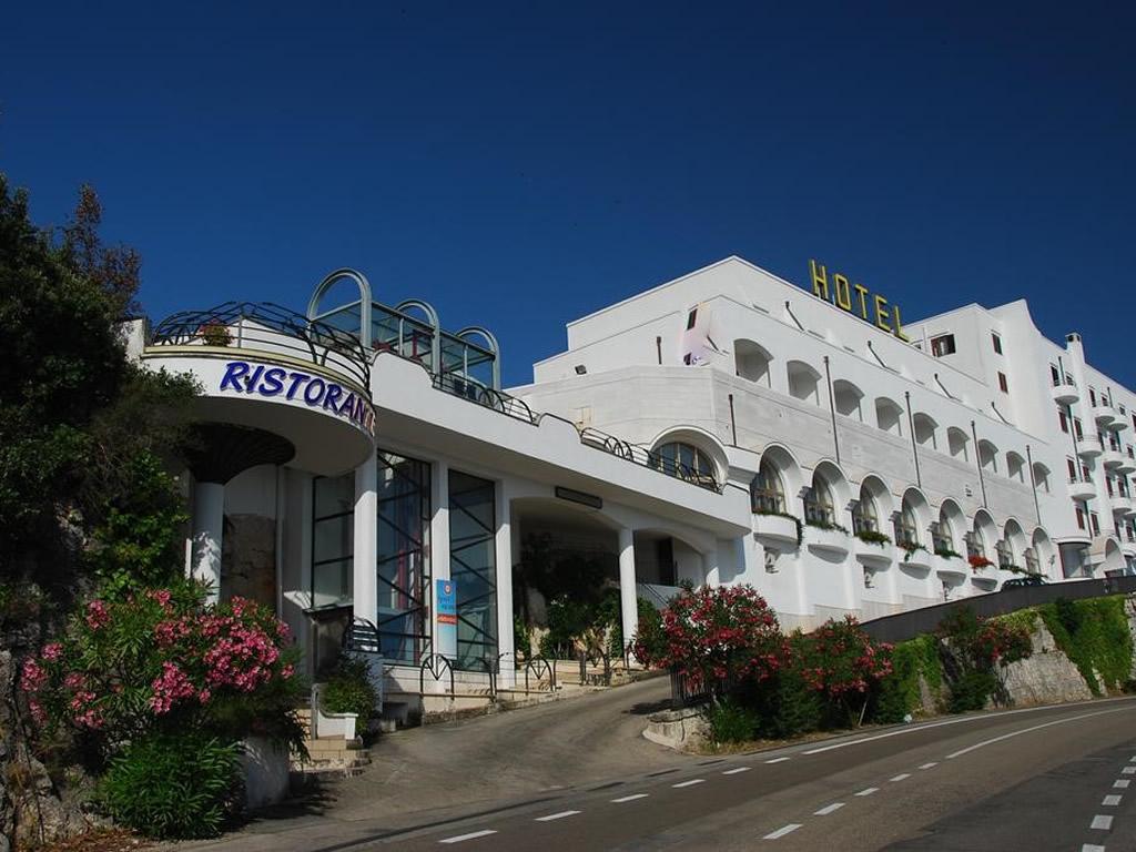 Hotel*** a Ostuni rif 1175