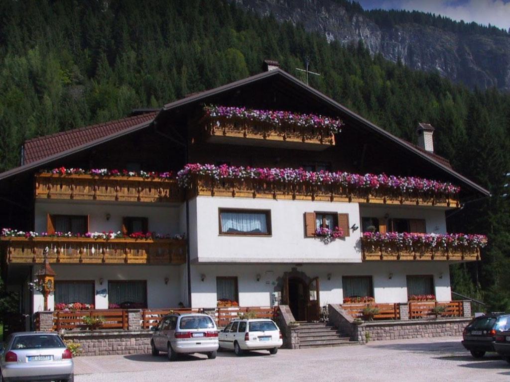 Hotel ai piedi della Marmolada rif. 1208
